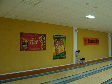 Реклама в боулинг-клубе