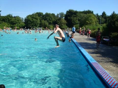 Я во Freibad Moisling - прыгаю в воду
