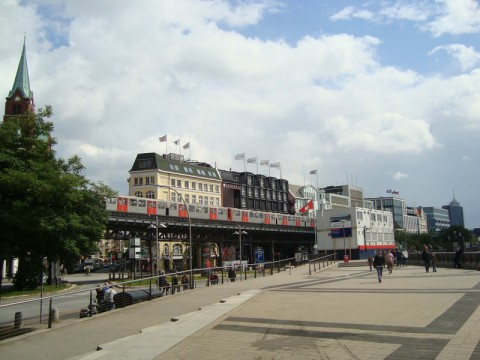 Всё тот же район порта, где жд мост и наземное метро