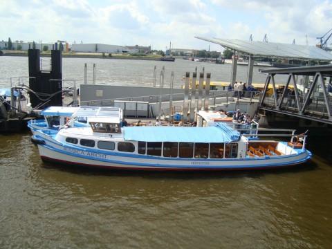 Баркас в порту Гамбурга