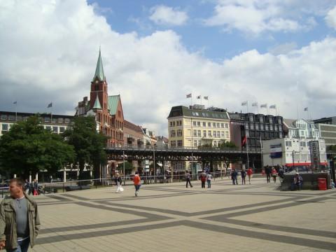 Вид с порта на близстоящие здания Гамбурга