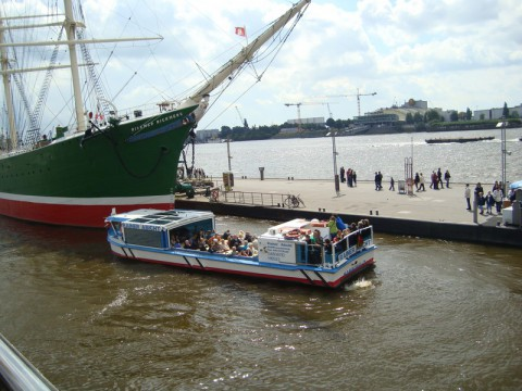 Гамбургский порт. Корабль и люди.