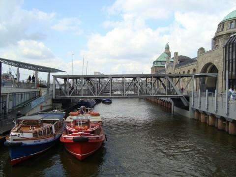 Гамбург. Мост и два баркаса.