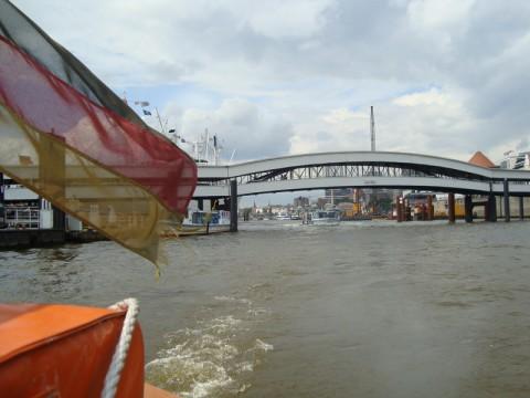 Порт Гамбурга. Плывя навстречу ветру и волнам...