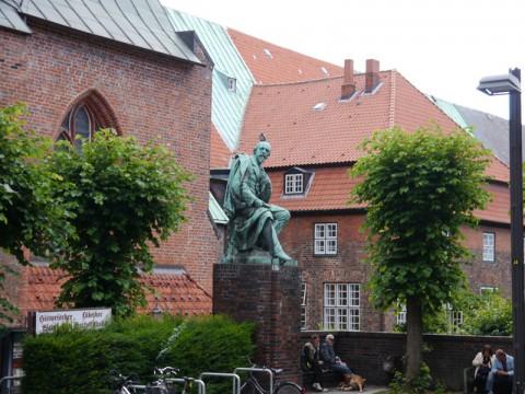 Памятник мужику в Любеке