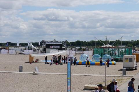 Детские развлечения на берегу Балтийского моря