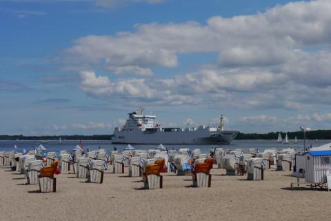 Балтийское море. Пляж и корабль