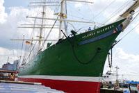 Корабль в порту Гамбурга
