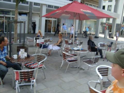 Летние кафе на улицах Любека (Германия)