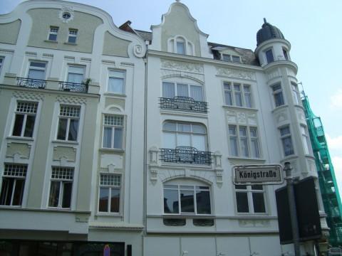 Белые здания на Кёнигштрассе в Любеке (Германия)