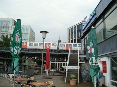 наземное метро в порту Гамбурга