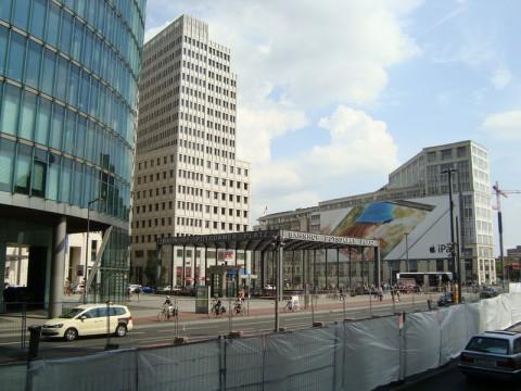 Потсдамская площадь - станция метро
