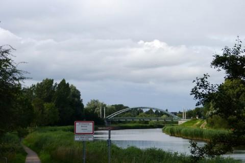 Автомобильный мост через реку Траве