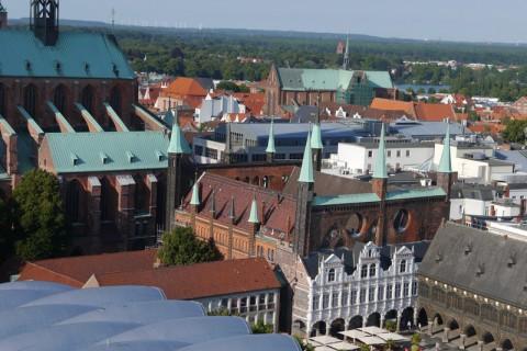 Центр Любека: рыночная площадь, часть ратуши и часть церкви св.Марии
