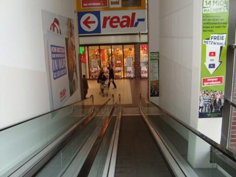 Плоские эскалаторы в супермаркете Любека - real