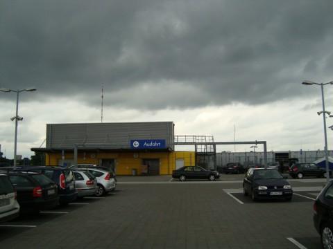 На крыше IKEA в Гамбурге - автостоянка