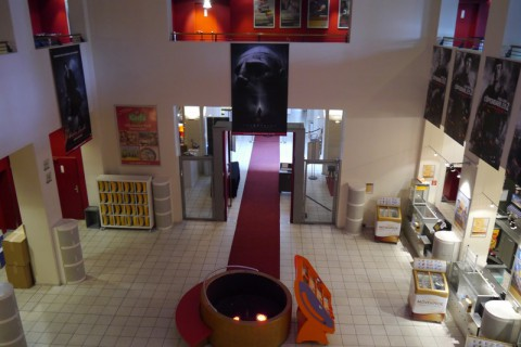 В кинотеатре в Любеке - вид со второго этажа на первый