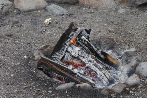 Костёр горит