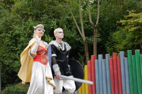 Какая-то принцесса и рыцарь на параде в Ханза парке