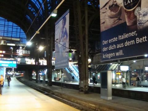 Реклама в Германии. Центральный вокзал Гамбурга