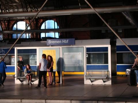 Люди на вокзале Бремена