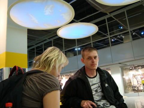 Кузина и я в аэропорту Дюссельдорфа